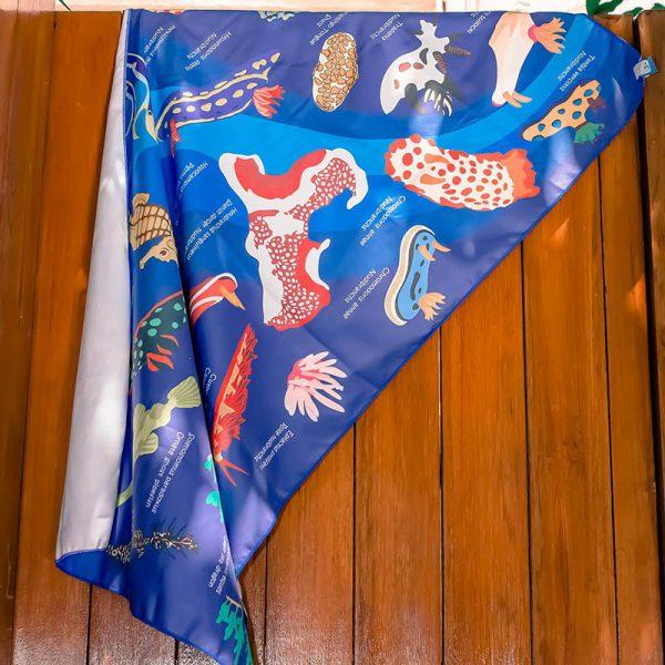 Toalla Nudibranquios azul oscuro - Grande 80x140 - ecotiendabuceo Oceanarium