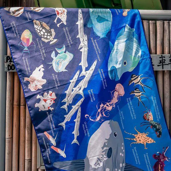Toalla Pez Luna y arrecife azul oscuro - Grande 80x140 - ecotiendabuceo Oceanarium